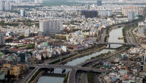 Вид на реку Сайгон и центр Хошимина, Вьетнам. Архивное фото