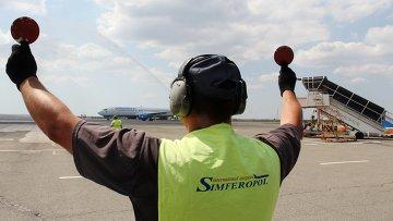 Взлетно-посадочная полоса в аэропорту Симферополя