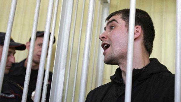Активист Евромайдана Александр Костенко, обвиняемый в посягательстве на жизнь сотрудника крымского Беркута в Киеве во время массовых беспорядков в феврале 2014 года, на заседании Киевского районного суда Симферополя