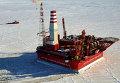 """Вид с воздуха на морскую нефтедобывающую платформу """"Приразломная"""""""