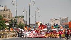 Шествие участников митинга протеста