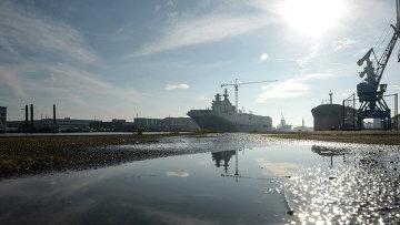 Второй вертолетоносец типа Мистраль спущен на воду во Франции. Архивное фото