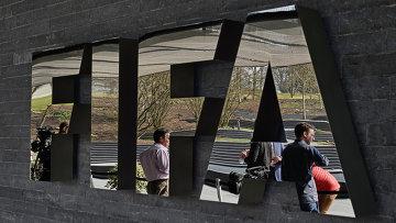 Логотип ФИФА в штаб-квартире в Цюрихе, Швейцария. Архивное фото