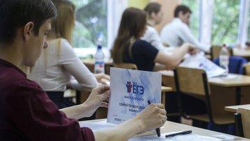 Сдача ЕГЭ по русскому языку в школах России. Архивное фото