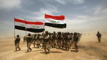 Иракские солдаты на учениях под руководством испанских и американских военных возле Багдада, Ирак. Архивное фото