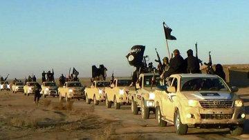 Колонна автомобилей с боевиками Исламского государства. Архивное фото