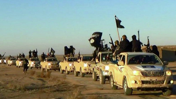 Колонна автомобилей с боевиками Исламского государства