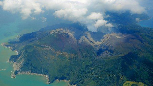 Вулкан Синдакэ на острове Кутиноэрабудзима на юге Японии