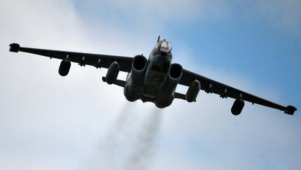 Самолет Су-25 во время показательных выступлений на всероссийском этапе международного конкурса Авиадартс-2015. Архивное фото