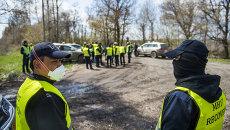 Эксперты из Голландии и Малайзии на месте крушения Боинга в Донецкой области. Архивное фото