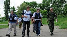 Представители Специальной мониторинговой миссии (СММ) ОБСЕ прибыли на место обстрела в городе Донецке. Архив