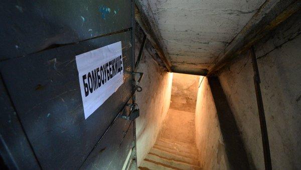 Бомбоубежище в подвале жилого дома. Архивное фото
