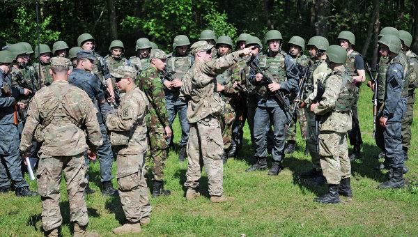 Украинские и американские военные во время учений Fearless Guardian. Архивное фото