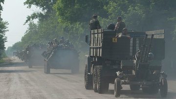 Колонна с украинскими военными в Донбассе, архивное фото