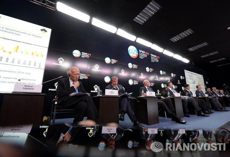 Саммит глав энергетических компаний Новый баланс на рынке нефти и его последствия в рамках ПМЭФ 2015