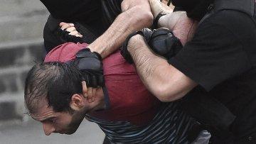 Задержание протестующих в Ереване