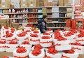 """Посетители в одном из магазинов торговой сети """"Ашан"""""""