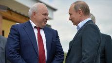 Глава Республики Хакасия Виктор Зимин и президент России Владимир Путин. Архивное фото