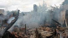 Дом, разрушенный в результате обстрела украинскими силовиками в Октябрьском районе Донецка. Архивное фото