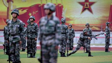 Тренировка курсантов вооружённых сил Народно-освободительной армии КНР. Архивное фото