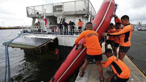 Сотрудники береговой охраны в Маниле, Филиппины. Архивное фото