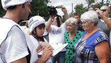 Сотрудники ОБСЕ в селе Саханка Донецкой области. Архивное фото