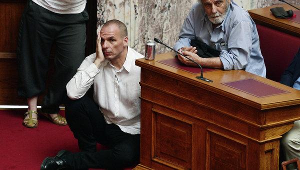 Министр финансов Греции Янис Варуфакис в парламенте Греции.