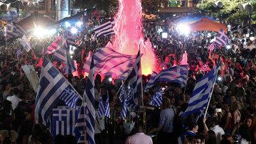 Сторонники Нет во время объявления первых итогов голосования на референдуме в Греции