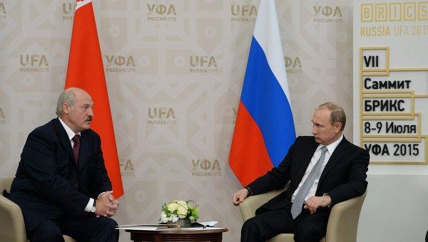 Президент Российской Федерации Владимир Путин и Президент Республики Белоруссия Александр Лукашенко во время встречи в Уфе. 8 июля 2015