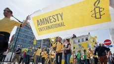 Баннер с логотипом организации Amnesty International