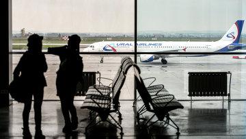Пассажиры в аэропорту Кольцово в Екатеринбурге. Архивное фото