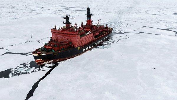 Атомный ледокол Ямал во время научно-исследовательских работ в Карском море в рамках самой масштабной арктической экспедиции