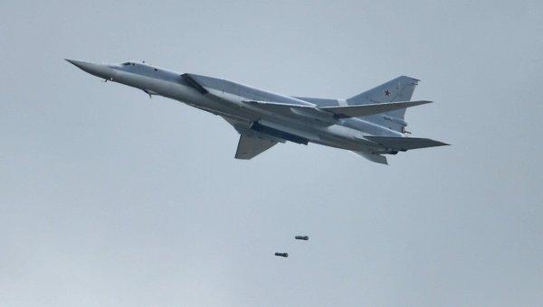 Бомбардировщик-ракетоносец Ту-22. Архивное фото