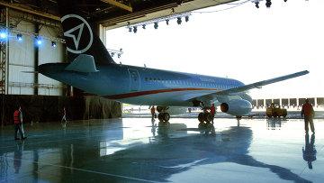 Авиалайнер Сухой Суперджет-100, архивное фото