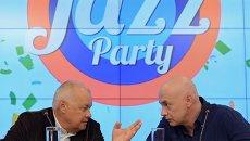 Генеральный директор МИА Россия сегодня Дмитрий Киселев и арт-директор Международного фестиваля Koktebel Jazz Party Михаил Иконников