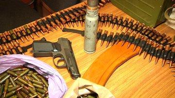 Врывчатые вещества и оружие, которые были добровольно сданы в ЛНР в июле