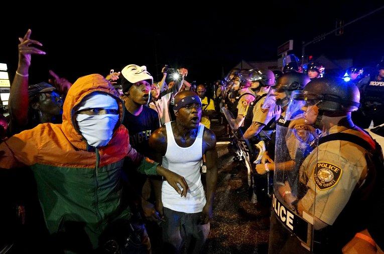 Протесты в Фергюсоне, Миссури 9 августа 2015