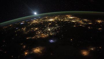 Астронавт сфотографировал с борта МКС восход Солнца над Землей. Архивное фото