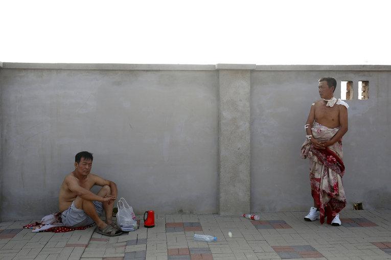 Пострадавшие в результате взрывов на складе опасных веществ в промышленном городе Тяньцзинь в Китае