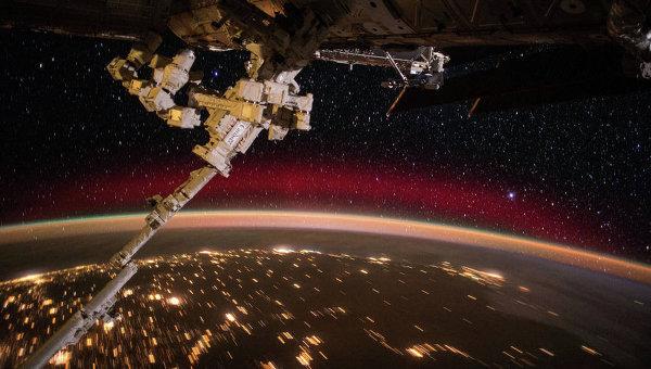 Фотография северного сияния с борта МКС. Архивное фото