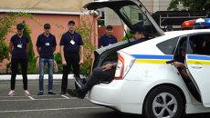 Саакашвили с трудом влез в багажник патрульной машины на учениях в Одессе