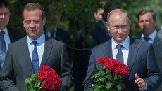 Владимир Путин и Дмитрий Медведев в Севастополе. Архивное фото