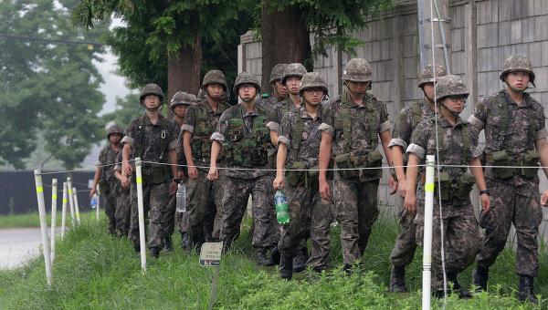 Патрулирование южнокорейскими солдатами приграничной зоны
