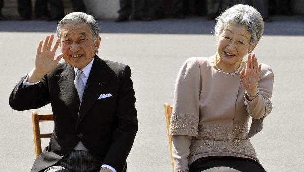 Японский император Акихито с императрицей Митико. Архивное фото