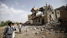 Разрушения в столице Йемена Сане после авиаудара ВВС коалиции арабских стран во главе с Саудовской Аравией, 5 сентября 2015 года