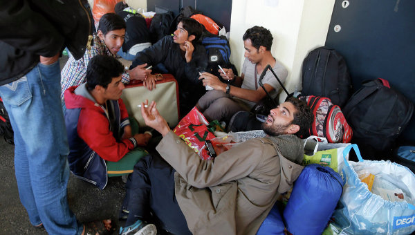 Беженцы из стран Ближнего Востока на станции Уэст Банкхофф в Вене. Архивное фото