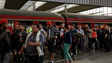 Беженцы из Сирии на центральном железнодорожном вокзале в Мюнхене