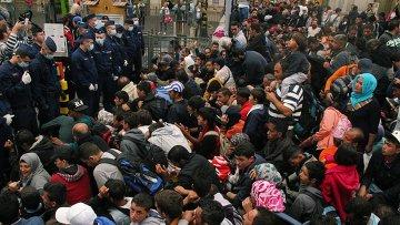 Беженцы на вокзале Келети в Будапеште. Архивное фото