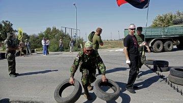 Активисты заблокировали автотрассу у поселка Чонгар на границе Украины и Крыма. Архивное фото