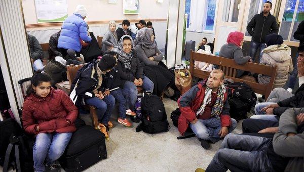 Беженцы на железнодорожной станции Кеми, Финляндия. Архивное фото